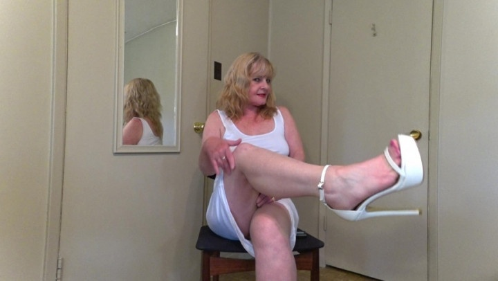 Hotwifejolee Mom In Sexy White Makes You Cream For He