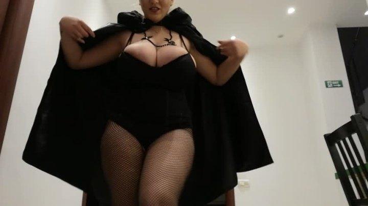 Hugeboobserin Vampires Suck Boobs This Halloween