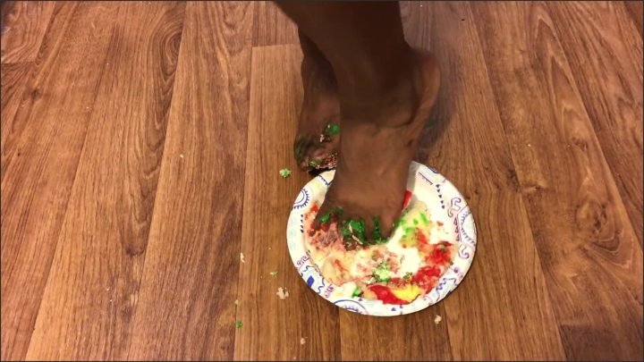 [Full HD] Ebony Teen Smashed Christmas Cupcakes With Feet - Hurricane Dick - - 00:06:17 | Foot, Solo Female, Black - 178,2 MB