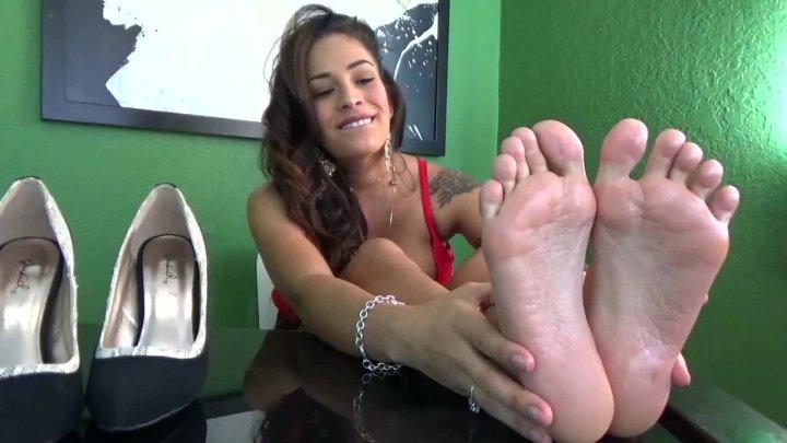 Jamie Valentine Feet Enslavement Pt 1