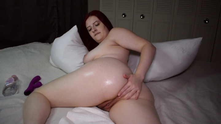 Jessica Sage Pawg Oils Booty And Rubs Her Clit