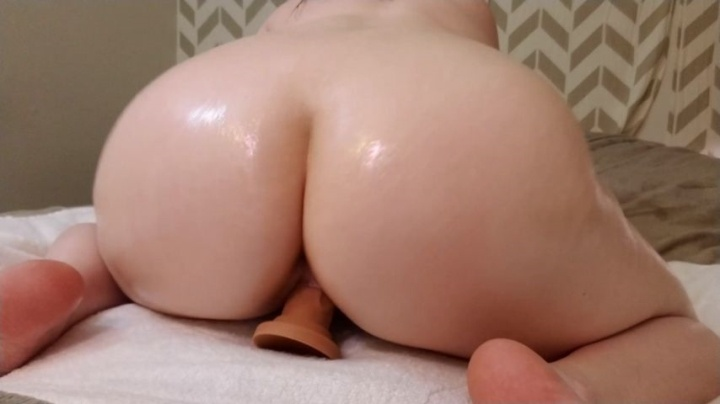 Jessica Sage Pawg Oils Up Her Booty