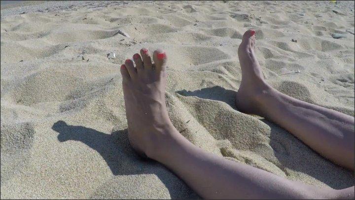 Julia Jordan Feet And Nipples On The Beach