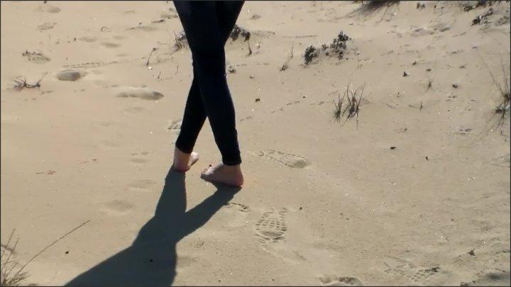 [Full HD] Julia Jordan Red Toe Nails In The Beach Sand - Julia Jordan -  - 00:03:40   Foot Fetish, Feet, Solo Female - 95,7 MB