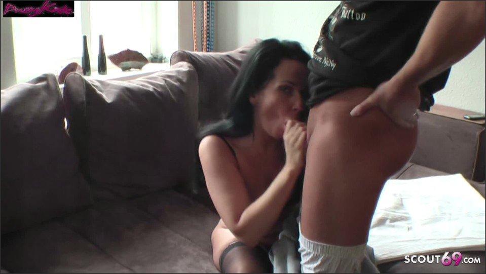 [Full HD] Notgeile Milf Treibt Es Mit Dem Nachbarsjungen Wenn Ihr Typ Arbeiten Ist  - Katie-Pears - -00:12:29 | Big Tits, Hardcore, German Mom - 236,8 MB