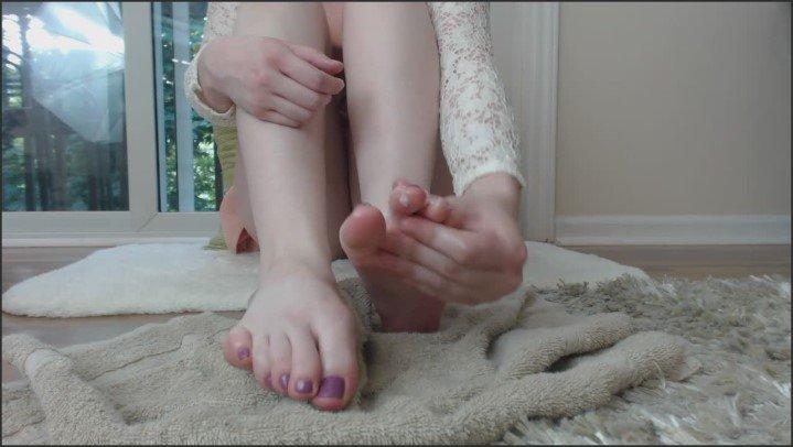 [HD] Katnis Evergreen Oily Feet Tease - Katnis Evergreen - ManyVids - 00:04:44 | Size - 105,5 MB