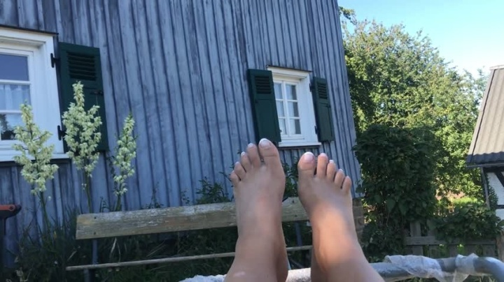 Kimvandyke Just Barefoot