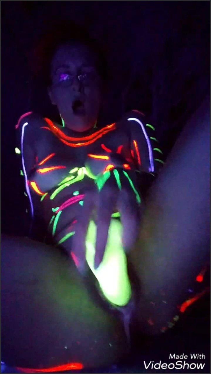 Kinkykatlive Glow Show Part 2