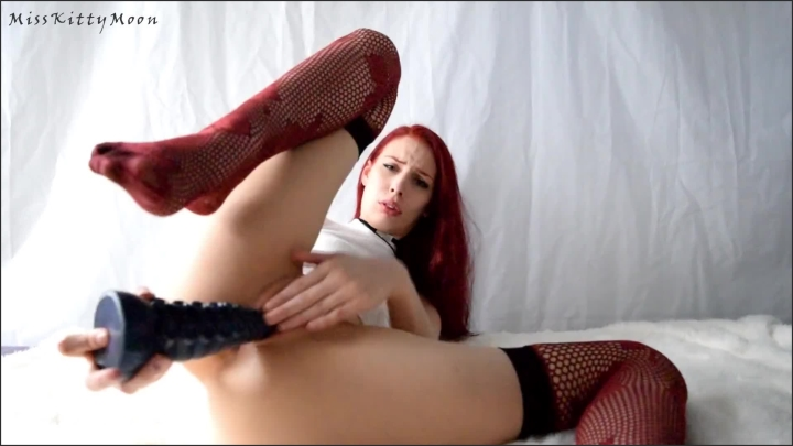 [Full HD] Kitty Moon Sounds Of Sex Ft Bad Dragon Ika Close Up Asmr Like Solo Fucking My Pussy - Kitty Moon -  - 00:19:49   Feet, Toys, Red Hair - 400,3 MB