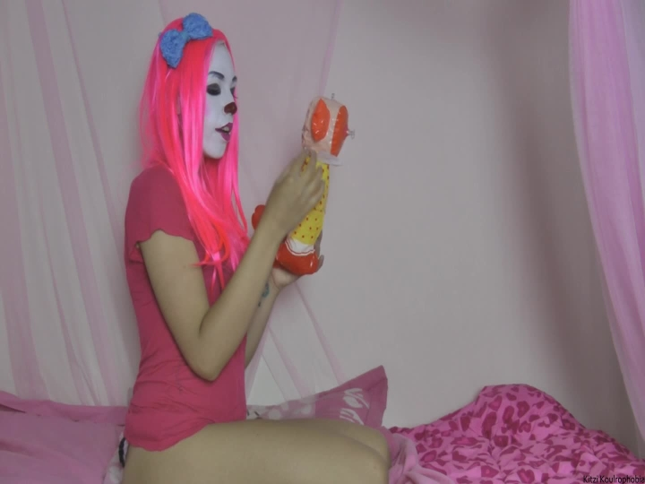 Kitzi Klown Humping And Kissing Inflatable Clown