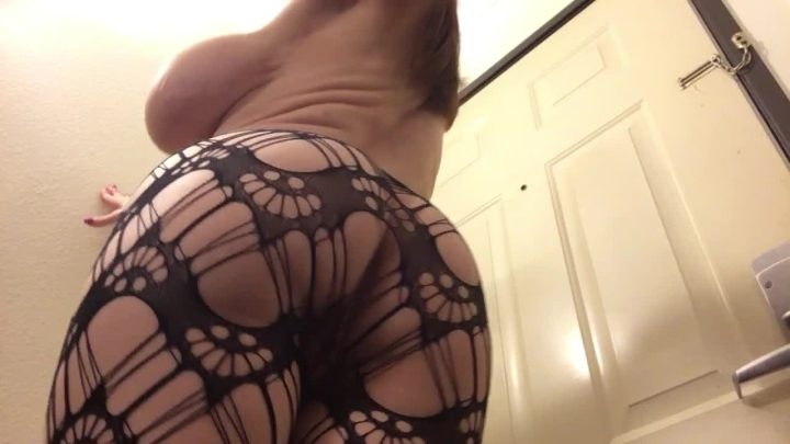 Kylee Nash Pawg With Huge Tits Jiggling In Fishnets