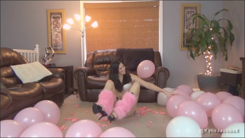 [Full HD] Kylie Popping Pink Balloons - Kylie Jacobs - -00:06:48 | High Heels, Kylie Jacobs, Looners - 207,3 MB