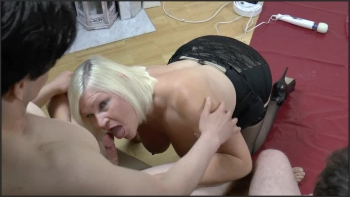 Laceystarr Four Strangers Spunk Over Lacey