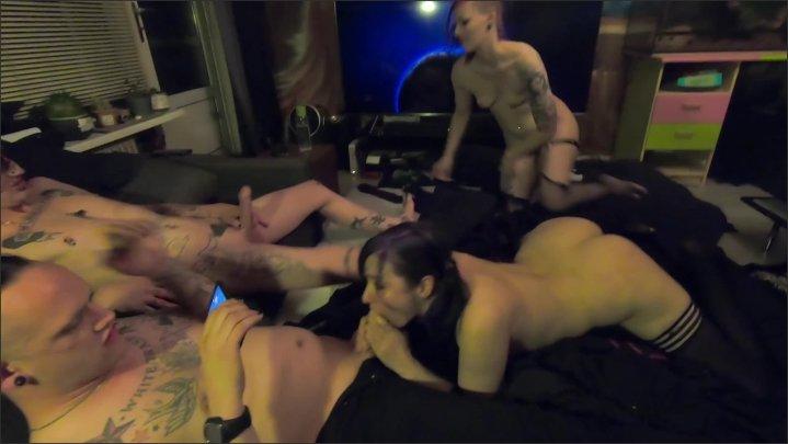 [] Double Blowjob From Foxy Felines - Laura Lust - - 00:10:32 | Alternative, Orgy - 441 MB