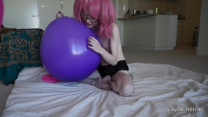 [Full HD] Laylacherrie Big Balloon Blowing - LaylaCherrie - ManyVids - 00:11:29 | Inflatable Blow Fetish, Balloons Non Pop - 188,7 MB