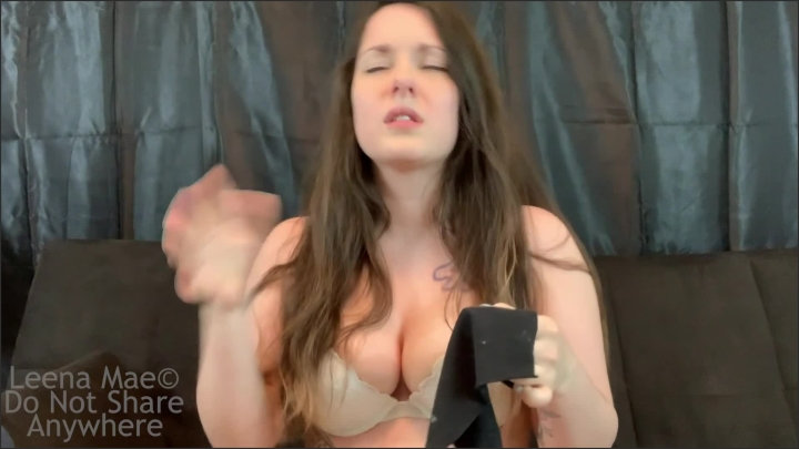 [Full HD] Busty Brunette Blows Her Nose - Leena Mae - - 00:06:50 | Latin, Bra, Solo Female - 375,6 MB