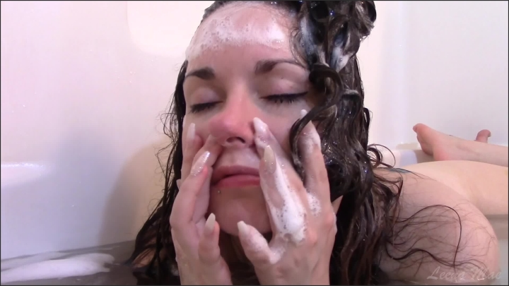 [Full HD] Hair Washing And Nose Play - Leena Mae - - 00:30:45   Solo Female, Nose Blowing - 1,4 GB