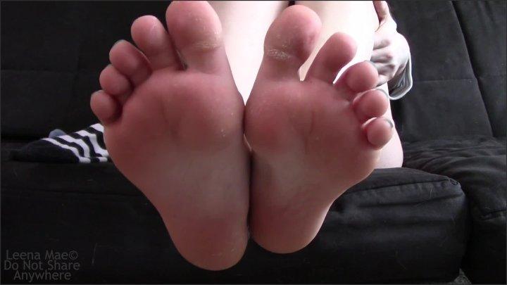 [Full HD] Petite Feet - Leena Mae - - 00:07:06   Kink, Toes, Whisper - 344,6 MB