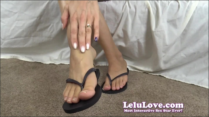 Lelu Love Sliding My Bare Natural Nails And Feet I