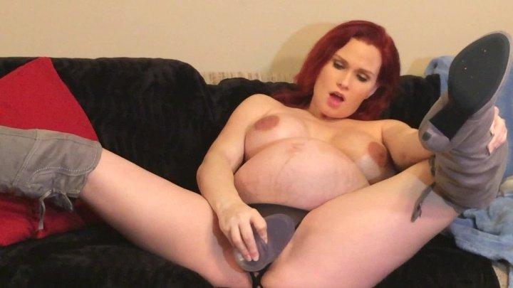 Lilyskye Pregnant Masturbation