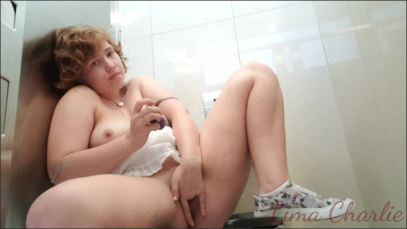 [Full HD] I M So Horny That I Masturbate And Cum Twice In An Airport Public Bathroom - Lima Charlie - -00:14:00   Verified Amateurs, Solo Female - 443,5 MB