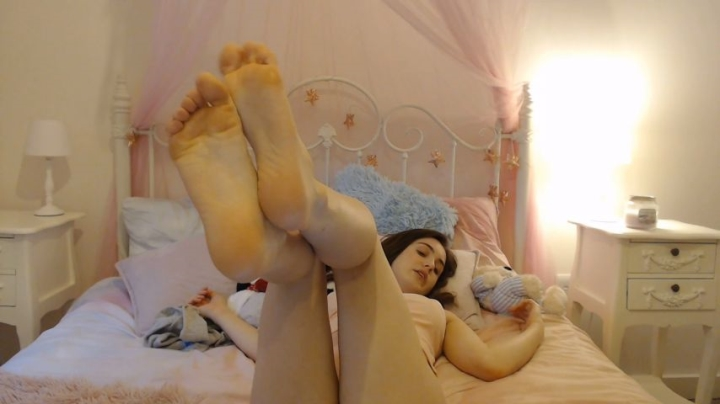 Lola Rae Uk Bratty Sister Makes You Her Foot Slave