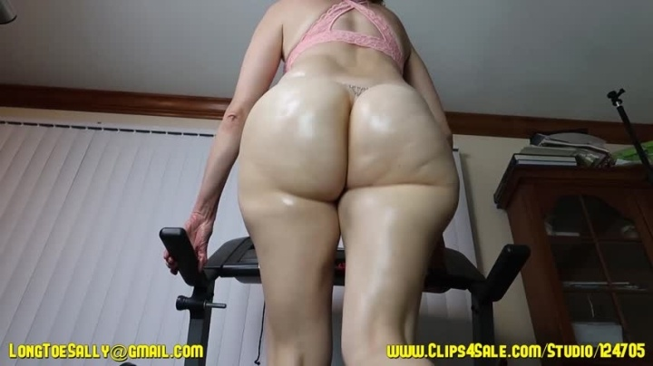 Longtoesally Slow Mo Jogging Oiled Bubble Butt