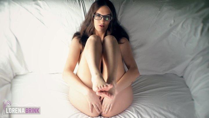 Lorena Brink Toyless Couch Masturbation