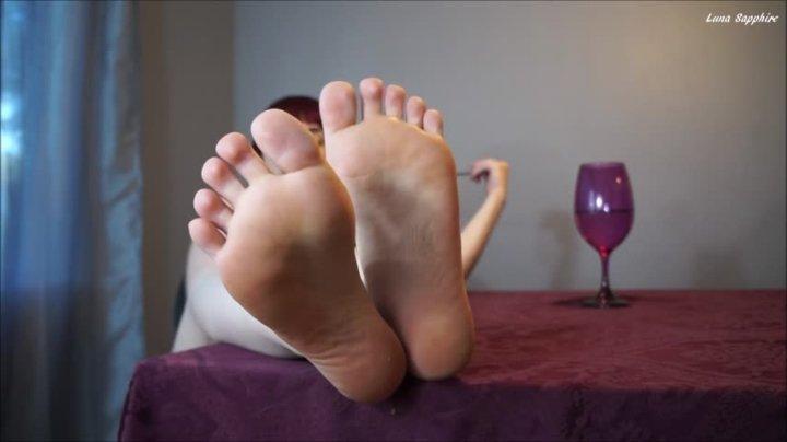 Luna Sapphire Jerk It For My Feet In Public