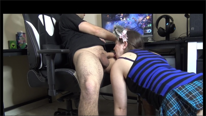 Sucking And Swallowing While He Plays League