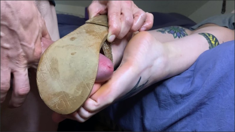 [Full HD] Old Sandals Footjob Close Up Cum On Soles  - Madame Minx - -00:12:16 | Toes, Cumshot - 200 MB