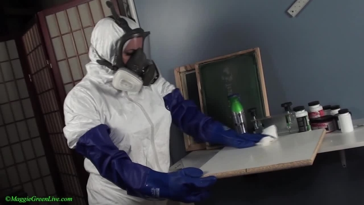 Maggie Green Cleaning And Cumming In Gas Mask