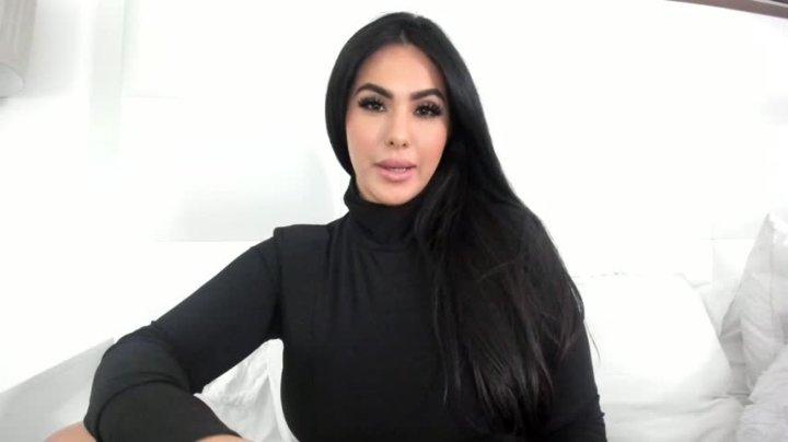 Makayla Divine Mesmerize Wallet Draining