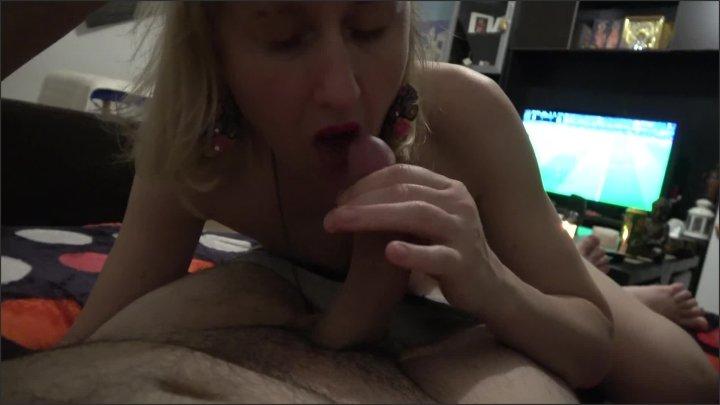 [Full HD] Cougar Sucking Licking Dick And Then Rides Neighbor Like Crazy - Maria Vertigo - - 00:17:21 | Take It Deep, Mom - 272,1 MB