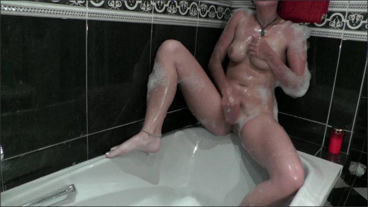 Mariah Leonne Bathtub Solo