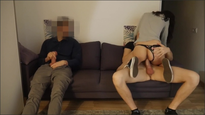 [Full HD] He Shared His Young Girlfriend With Friend At The Party - MaryBarrie - - 00:16:22   Fmm, 3Some - 215,9 MB
