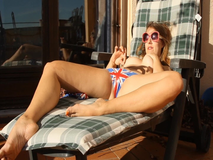 Masiedee Panty Stuffing While Sunbathing