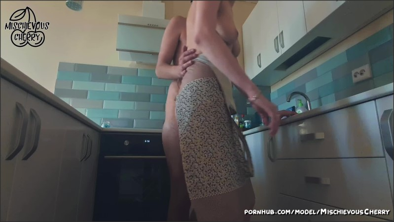 [Full HD] Amateur Young Couple Fucks In Parents Kitchen  - MischievousCherry - -00:14:29 | Amateur Blowjob, Verified Amateurs, Housewife - 210 MB