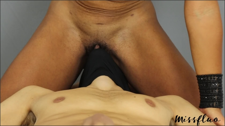 Miss Fluo Missfluo Mistress Is Unhappy Of How Her Pussy Is Licked A24