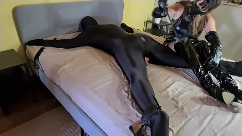 [WQHD] Tied Up Slave Whipped Humiliated By Leather Mistress Full - Miss Gabriella - -00:19:50 | Bdsm, Fetish - 432,1 MB