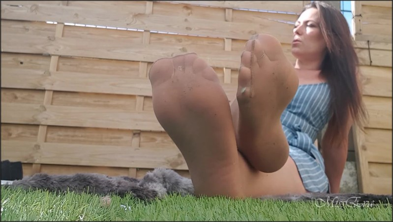 [Full HD] Footfetish Ignore Cam En Mi Bas En Ext Rieur Feet In Knee Highs  - MissEvaFrench - -00:08:28 | Verified Amateurs, Milf Feet, Solo Female - 163,9 MB