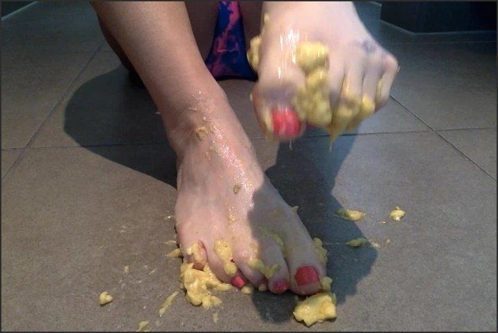 Misstiff P--Ling N Squashing A Banana With Feet