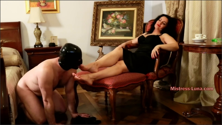 [Full HD] Barefoot At Breakfast Foot Worship Fetish - Mistress Luna - - 00:11:12 | Amateur, Role Play, Mistress Luna - 311 MB