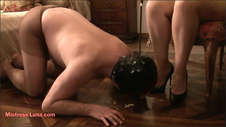 [Full HD] Eat From The Floor And Lick My Shoes - Mistress Luna - - 00:11:05 | Mother, Foot Fetish, Brunette - 401,4 MB