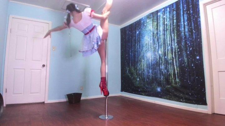 Naomi Dee Dancing Dorothy