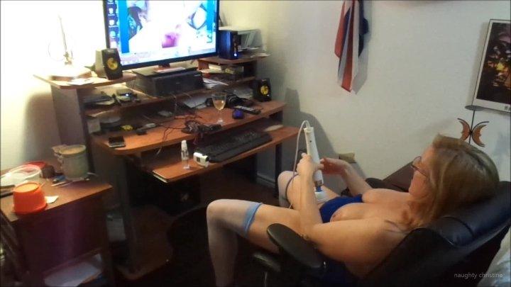 Naughty Christine Skype Show Orgasm