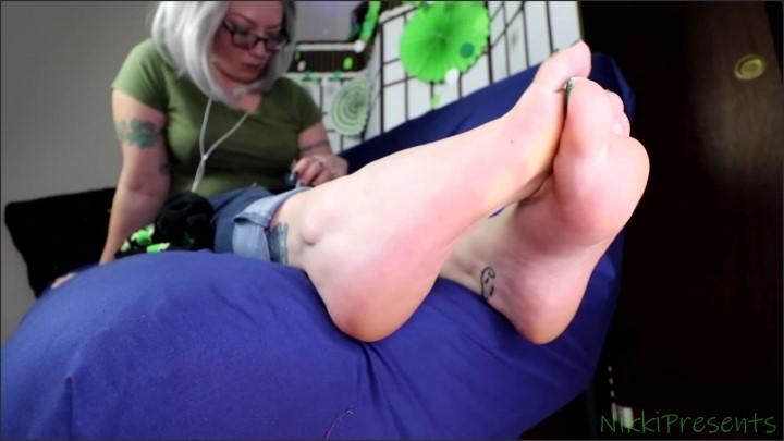 [Full HD] Dangling White Flats In Socks And Barefoot Shoeplay - Nikkipresents - - 00:08:07 | Exclusive, Dangling - 196,1 MB