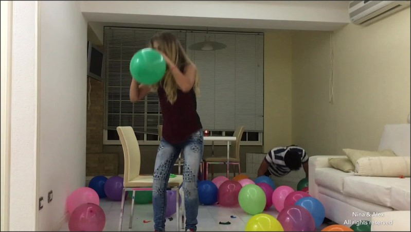[Full HD] Sexy Teen Makes 10 Challenges With Balloons  - Nina And Alex - -00:15:51 | Pareja, Ballon Popping - 364,9 MB