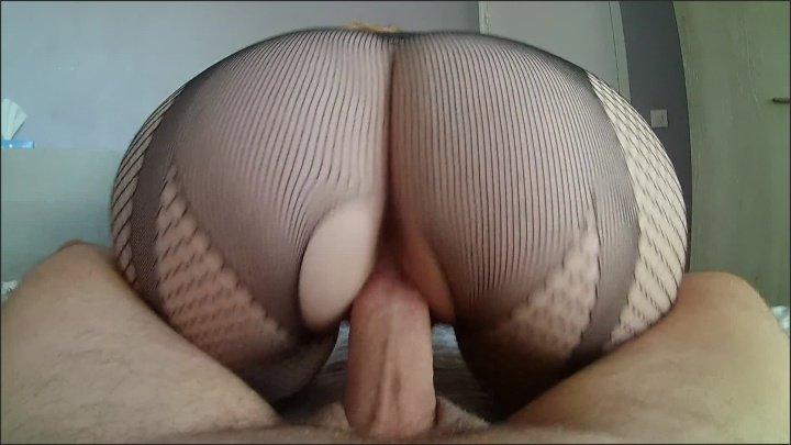 [Full HD] Elle Met Sa Lingerie Sexy Pour Chevaucher Son Petit Ami Avec Son Gros Cul - Nini_Divine - - 00:13:58   Reverse Cowgirl, Pov - 776,6 MB