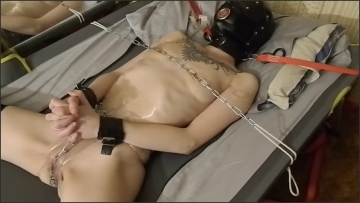 [HD] My Chained Pussy On The Cot Ice In My Pussy - Purple Vayda - - 00:20:34 | Amateur Bdsm, Amateur - 181,4 MB